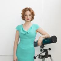 Gia Mora, Elisabeth Caren